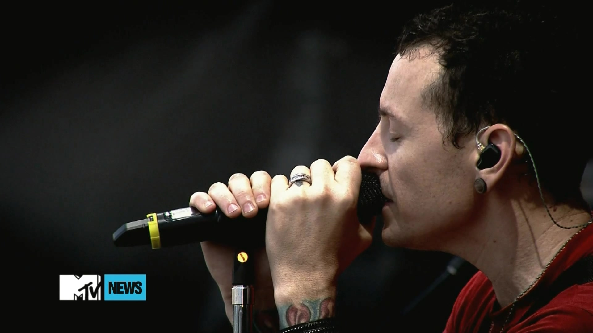 Linkin Park 2011-06-23 MTV News Exclusive, Red Square, Moscow, Russia