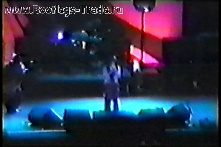 KoRn 1996-01-18 Continental Airlines Arena, East Rutherford, NJ, USA (2 Cam Mix by Metallifreak27)