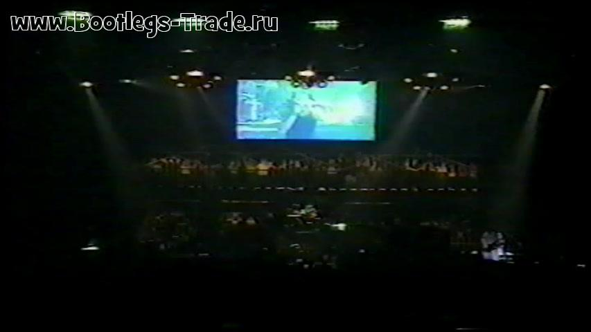 KoRn 1999-04-20 Veterans Memorial Coliseum, Phoenix, AZ, USA (Center Cam)