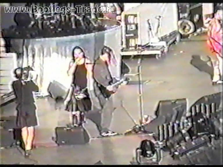 KoRn 2000-07-08 Kentucky Speedway, Sparta, KY, USA (Left Cam)