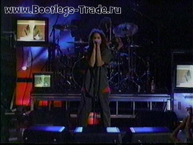 Rage Against The Machine 2000-09-07 MTV Video Music Awards, New York, NY (No logo)